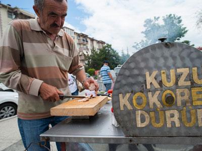 Cemil Tuncay Tuzu Kokoreç Dürüm, photo by Theodore Charles