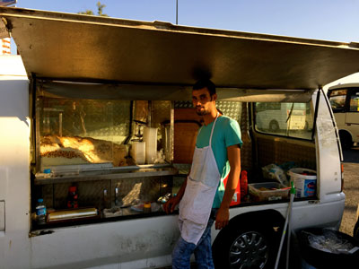 A chicken and rice vendor at the Yenibosna bus station, photo by Paul Osterlund