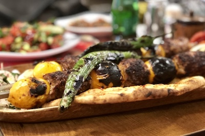 Yenidünya kebabı at Tahir Usta, photo by Paul Benjamin Osterlund